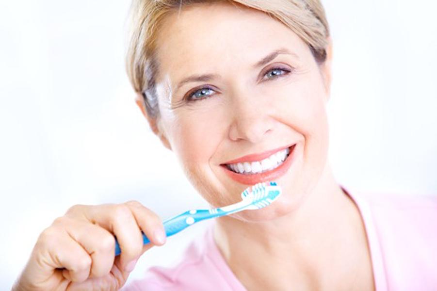 Przyzębie: Jednym z preparatów spełniających powyższe wymagania jest Meridol Parodont Expert, pasta do zębów przeznaczona do codziennego stosowania u osób powyżej 7. roku życia.